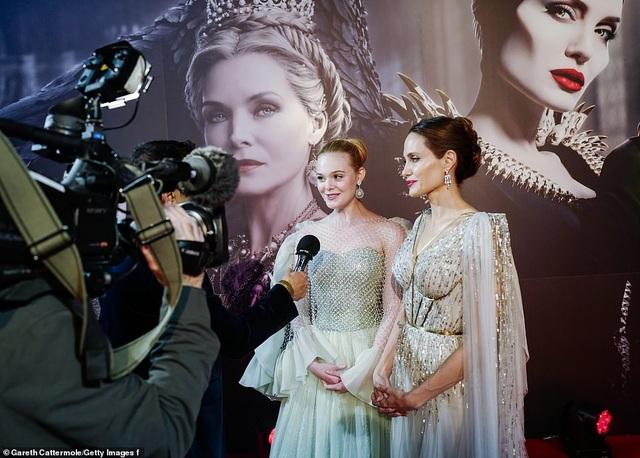 Angelina Jolie thanh lịch quảng bá phim tại London - 22