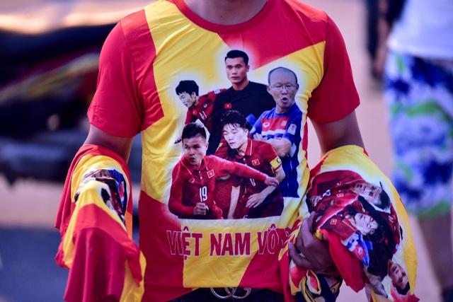 Không khí sôi động tại sân Mỹ Đình trước trận Việt Nam gặp Malaysia - 13