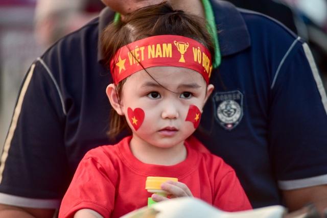 Không khí sôi động tại sân Mỹ Đình trước trận Việt Nam gặp Malaysia - 4