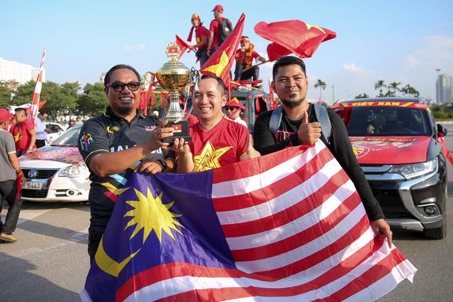 Không khí sôi động tại sân Mỹ Đình trước trận Việt Nam gặp Malaysia - 2