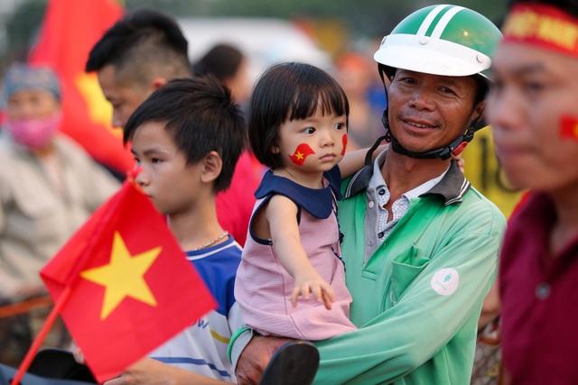 Không khí sôi động tại sân Mỹ Đình trước trận Việt Nam gặp Malaysia - 7