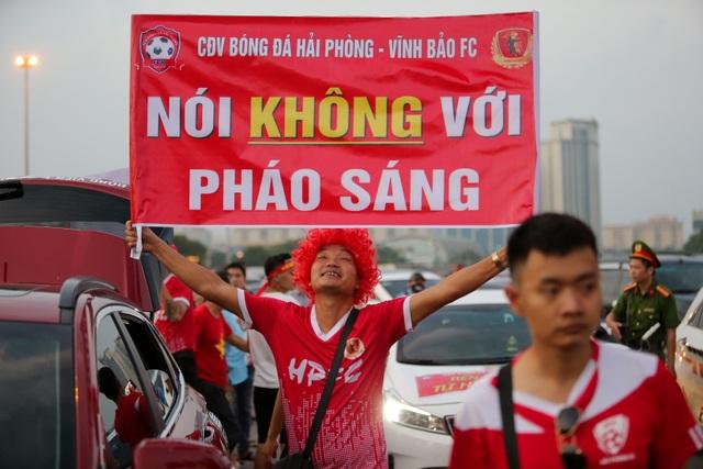 Không khí sôi động tại sân Mỹ Đình trước trận Việt Nam gặp Malaysia - 8