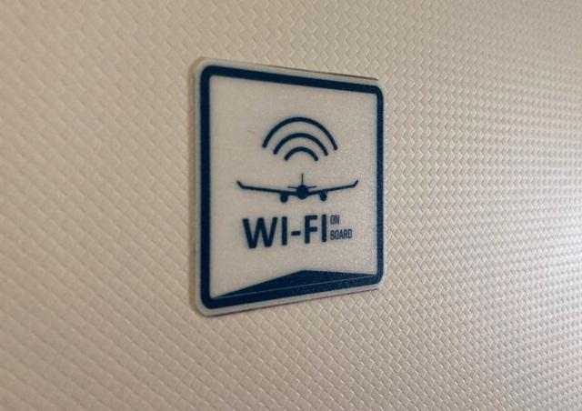 Lần đầu tiên có wifi trên máy bay, hành khách được miễn phí 30 phút - 2