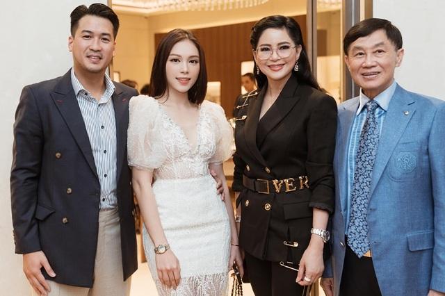 Hot girl Linh Rin ra mắt cha mẹ thiếu gia Phillip Nguyễn, chuyện vui đã rất gần? - 1