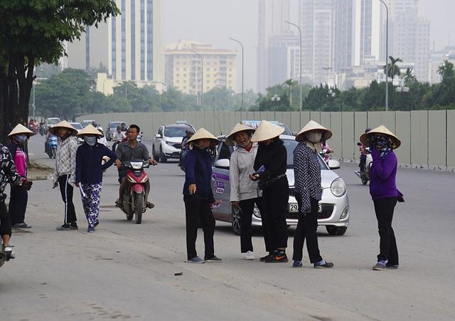 Vé chợ đen trận Việt Nam - Malaysia vẫn bị thổi giá cao ngất - 1