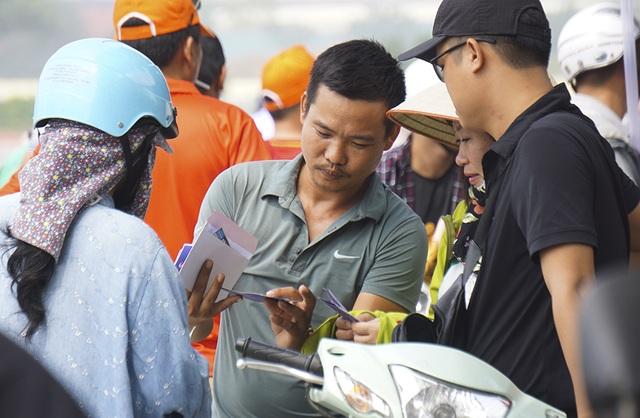 Vé chợ đen trận Việt Nam - Malaysia vẫn bị thổi giá cao ngất - 2