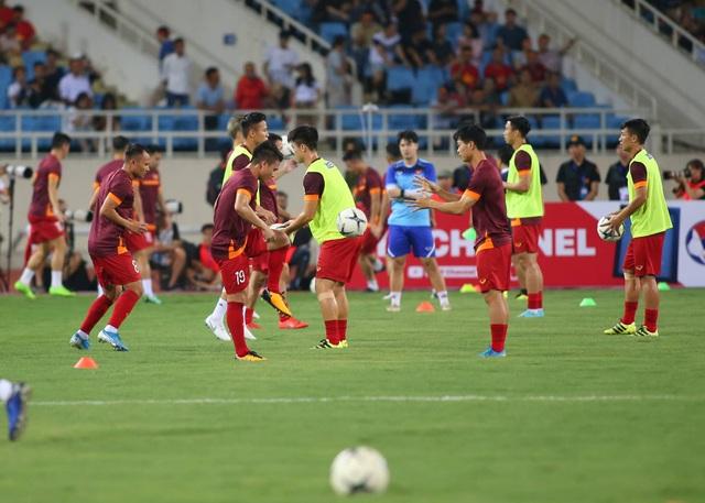 Việt Nam 1-0 Malaysia: Quang Hải ghi bàn đẳng cấp - 24