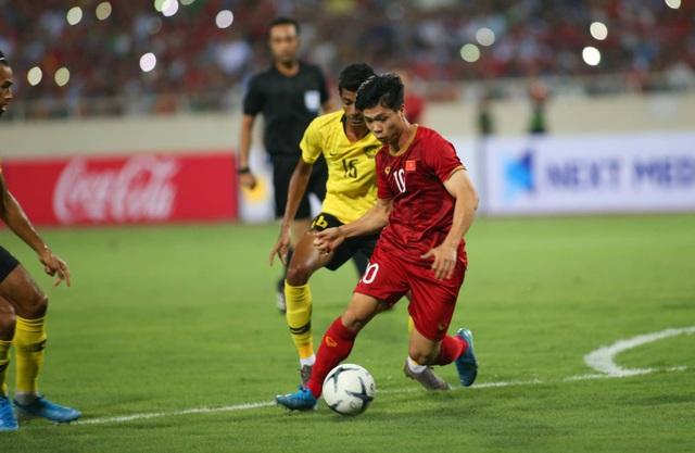 Việt Nam 1-0 Malaysia: Quang Hải ghi bàn đẳng cấp - 15