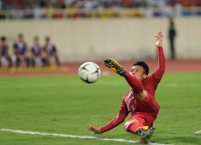 Việt Nam 1-0 Malaysia: Quang Hải ghi bàn đẳng cấp - 12