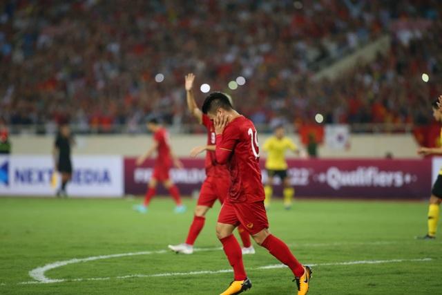 Việt Nam 1-0 Malaysia: Quang Hải ghi bàn đẳng cấp - 14