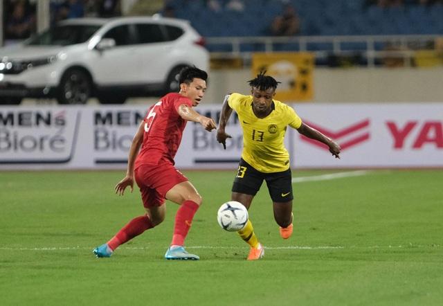Việt Nam 1-0 Malaysia: Quang Hải ghi bàn đẳng cấp - 2