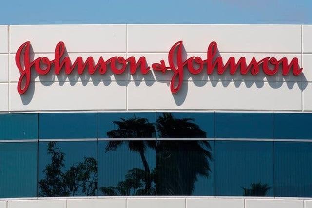 Hãng Johnson  Johnson bị tuyên phạt 8 tỷ USD vì bán thuốc làm ngực đàn ông to như phụ nữ! - 3