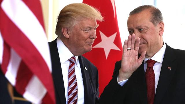 """Phía sau quyết định """"bật đèn xanh"""" cho Thổ Nhĩ Kỳ khai hỏa tại Syria của ông Trump - 1"""