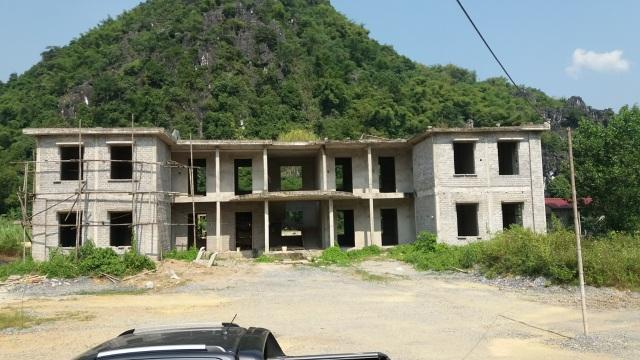 Công sở tiền tỷ xây dở dang, cán bộ chen nhau làm việc trong nhà xuống cấp - 4