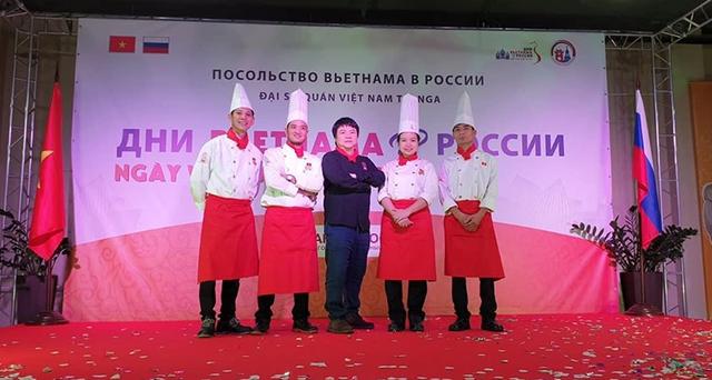 Chủ tịch Hội Đầu bếp Việt: Đi khắp thế giới vẫn thích về nhà ăn cơm vợ nấu - 7