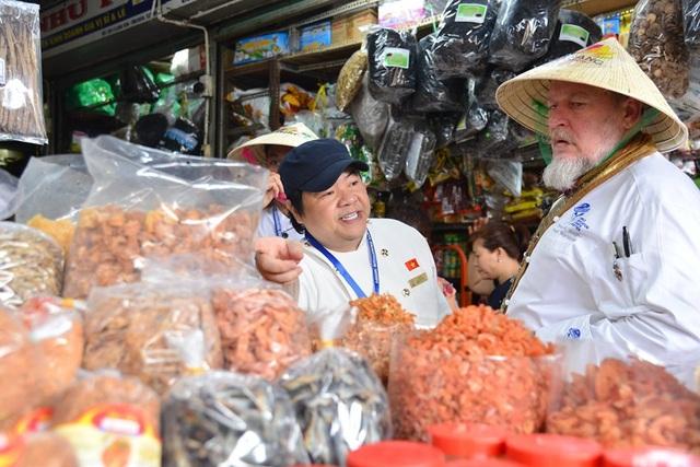 Chủ tịch Hội Đầu bếp Việt: Đi khắp thế giới vẫn thích về nhà ăn cơm vợ nấu - 6