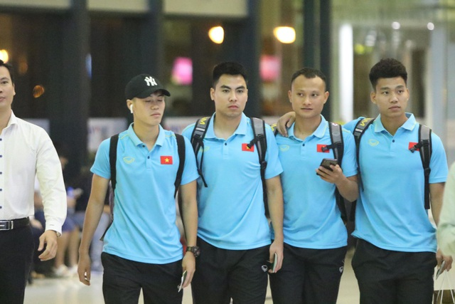 Đội tuyển Việt Nam nhận thưởng nóng 4 tỷ đồng, lên đường sang Indonesia lúc 3h sáng - 2