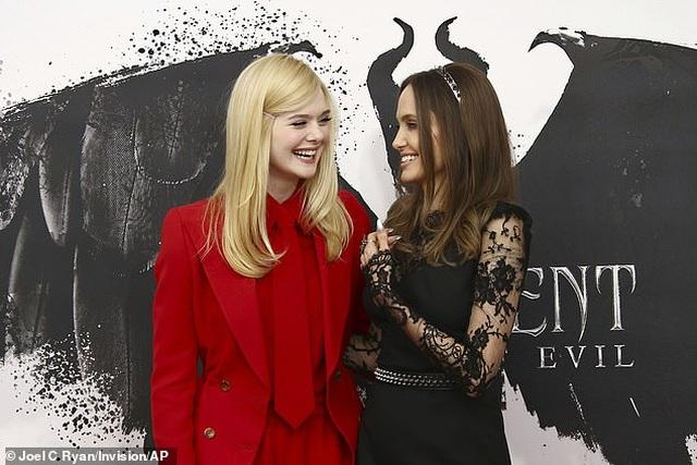 Angelina Jolie tươi tắn bên đồng nghiệp trẻ - 7