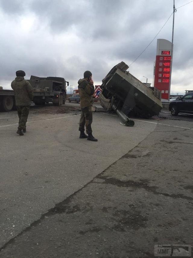 Phanh gấp làm rơi pháo tự hành 46 tấn, quân nhân Nga phải đền 380.000 USD - 1