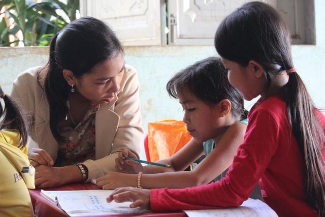 Cô giáo Banar mở lớp dạy chữ miễn phí cho học sinh vùng khó - 2