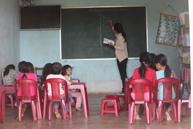 Cô giáo Banar mở lớp dạy chữ miễn phí cho học sinh vùng khó - 1