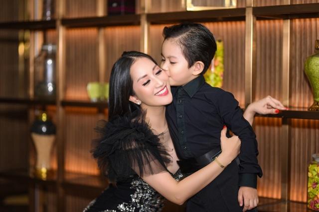 """Khánh Thi luôn muốn là """"số 1"""" trong mắt """"chồng trẻ"""" Phan Hiển - 10"""