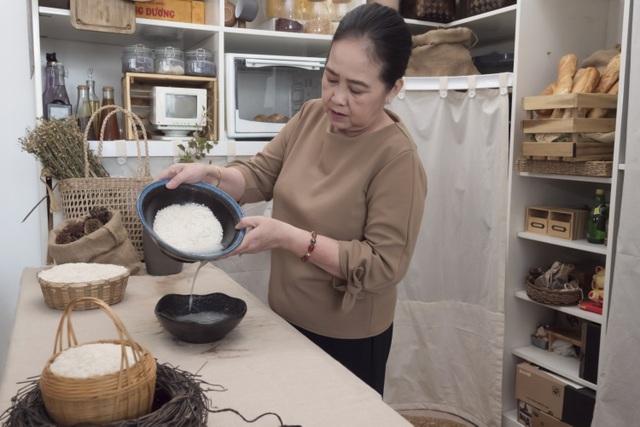"""Phương Hằng """"Gạo nếp gạo tẻ"""" trắng mịn như trứng gà bóc nhờ dưỡng da bằng cách này suốt 20 năm - 1"""