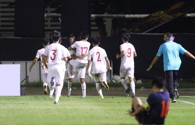 CĐV đòi sa thải Chủ tịch Liên đoàn bóng đá Thái Lan sau trận thua U19 Việt Nam - 1