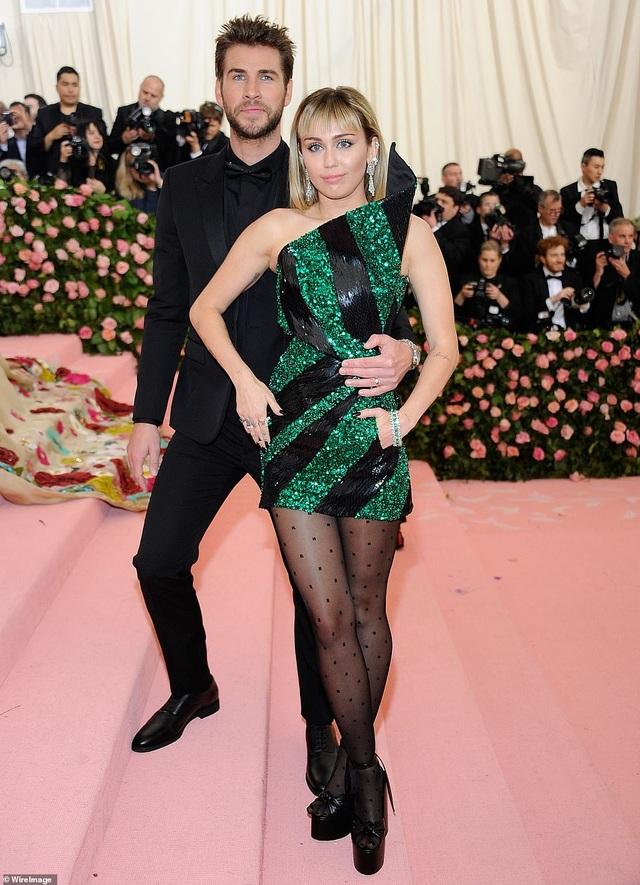 Liam Hemsworth đã có bạn gái mới - 10