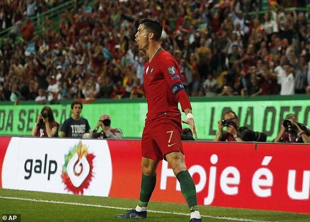 C.Ronaldo ghi bàn thứ 699 trong sự nghiệp, Bồ Đào Nha đại thắng - 3