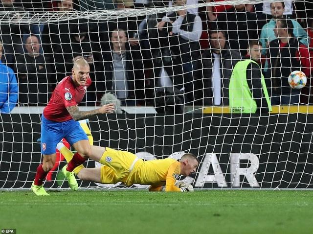 Đội tuyển Anh thua ngược trên sân CH Séc