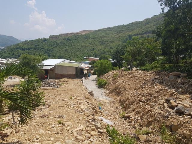 Một năm sau vụ lở núi, người dân quay lại nơi xảy ra thảm hoạ sinh sống - 3