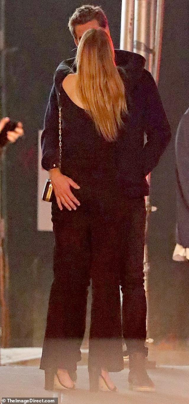 Liam Hemsworth đã có bạn gái mới - 4