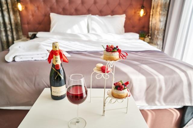 Khách sạn sang trọng với phòng tắm xuyên thấu trở thành cứu tinh hâm nóng tình yêu - 3