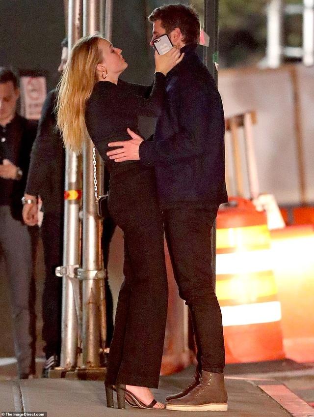 Liam Hemsworth đã có bạn gái mới - 6