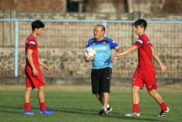 Đội tuyển Việt Nam hứng khởi luyện công, HLV Park Hang Seo nhận tin vui - 11
