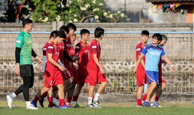 Đội tuyển Việt Nam hứng khởi luyện công, HLV Park Hang Seo nhận tin vui - 3