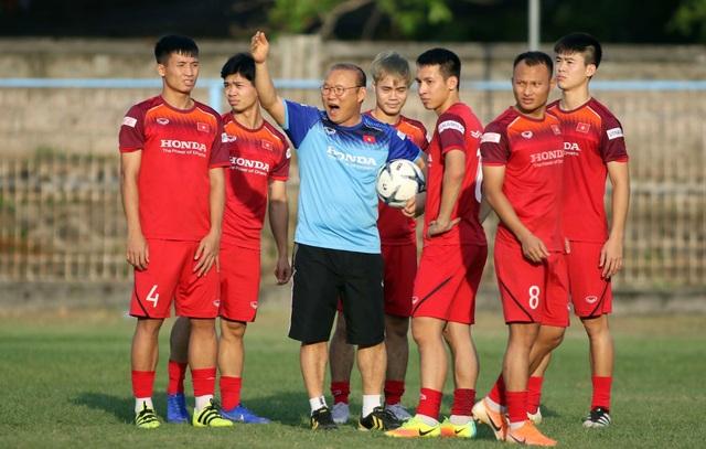 Đội tuyển Việt Nam hứng khởi luyện công, HLV Park Hang Seo nhận tin vui - 8