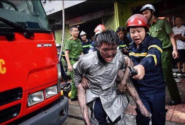 Được cứu sống trong đám cháy, chàng trai trẻ cõng chiến sỹ từng... cõng mình - 1