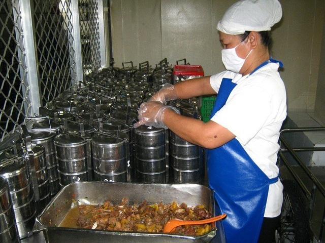 Chua chát suất ăn công nhân dưới 15.000 đồng - 1