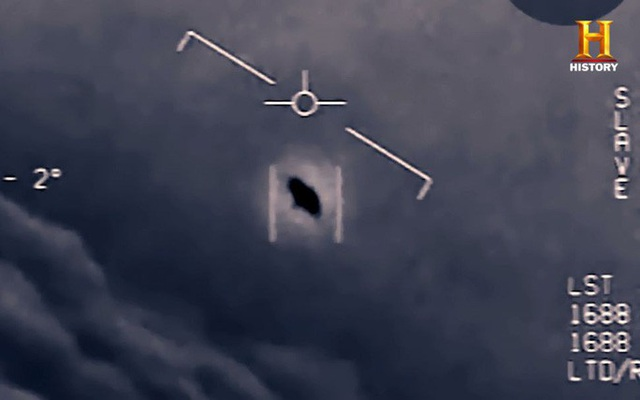 Cựu phi công Hải quân Mỹ tiết lộ về UFO trồi lên từ dưới biển - 1