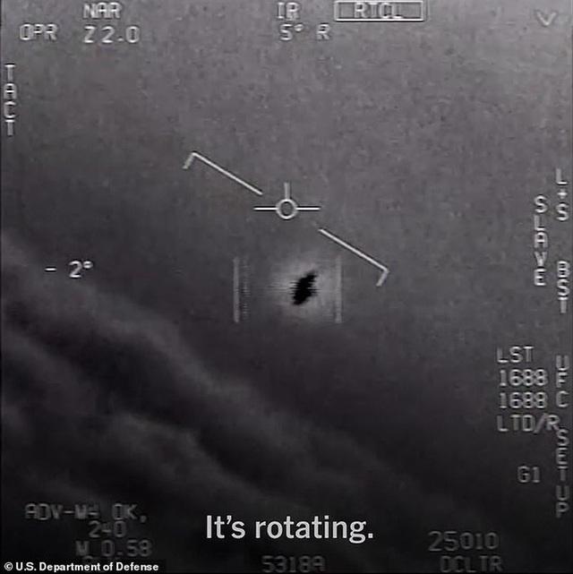 Cựu phi công Hải quân Mỹ tiết lộ về UFO trồi lên từ dưới biển - 3
