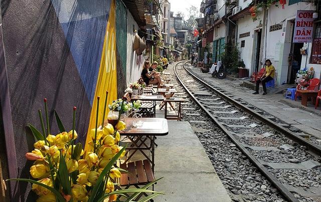 Hà Nội và cà phê đường tàu Phùng Hưng - 2