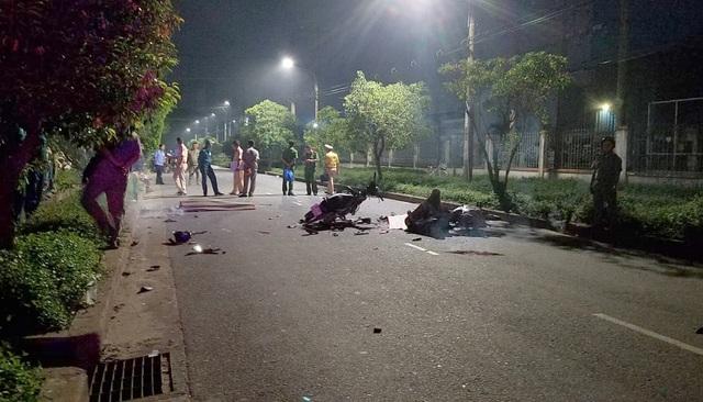 Hai xe máy tông nhau trực diện, 2 người chết, 1 người nguy kịch - 1