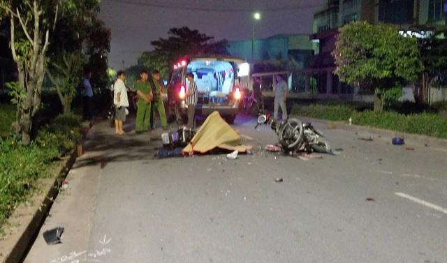 Hai xe máy tông nhau trực diện, 2 người chết, 1 người nguy kịch - 2