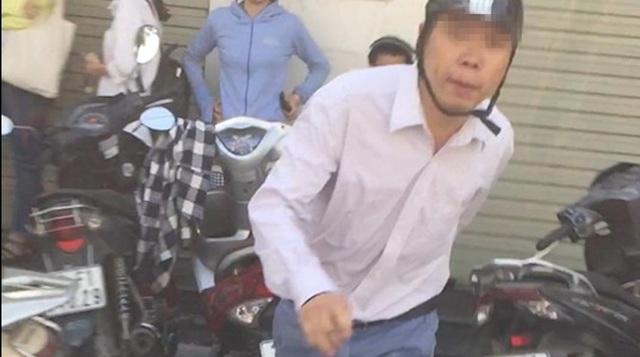 Hà Nội: Người đàn ông hành hung phụ nữ khi bị nhắc nhở không xếp hàng - 1