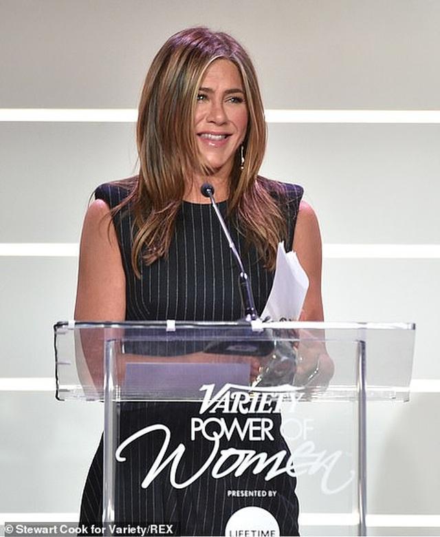 Jennifer Aniston xinh đẹp đáng ngưỡng mộ ở tuổi 50 - 22