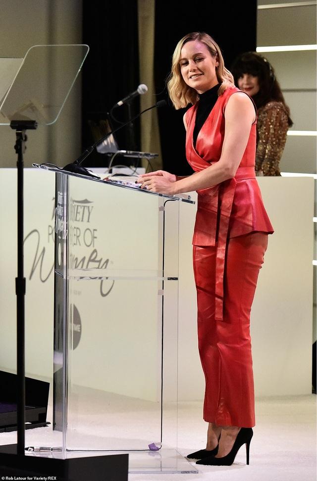 Jennifer Aniston xinh đẹp đáng ngưỡng mộ ở tuổi 50 - 26