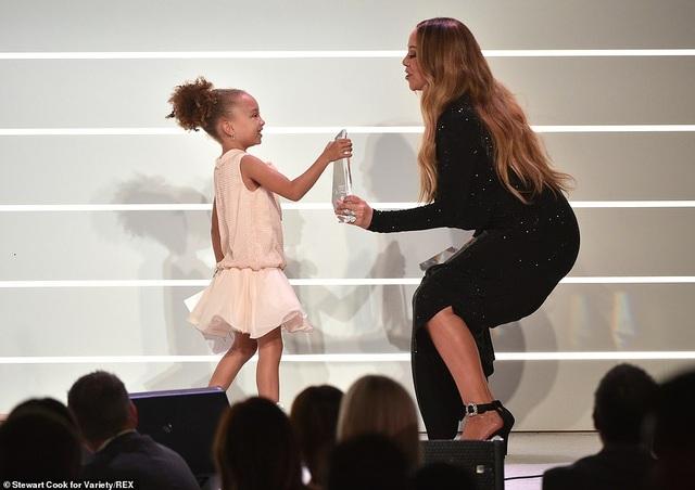 Jennifer Aniston xinh đẹp đáng ngưỡng mộ ở tuổi 50 - 28