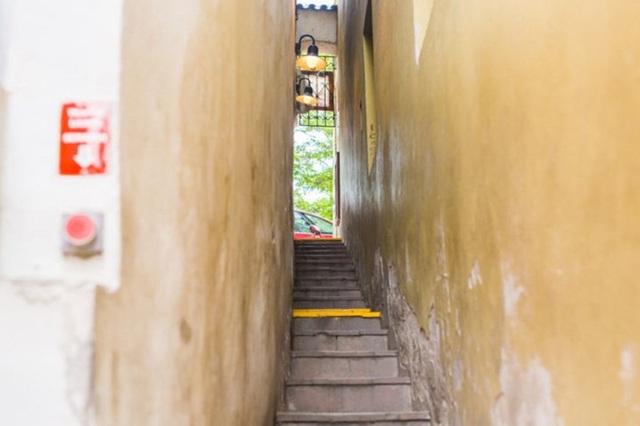 Lối đi phải nghiêng người mới lọt tại khu có giá nhà cả trăm triệu đồng/m2 - 8